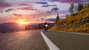 3 idées de balades en moto autour du lac d'Annecy